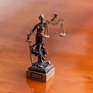 Groenewegen advocaten Heerenveen Vrouwe Justitia